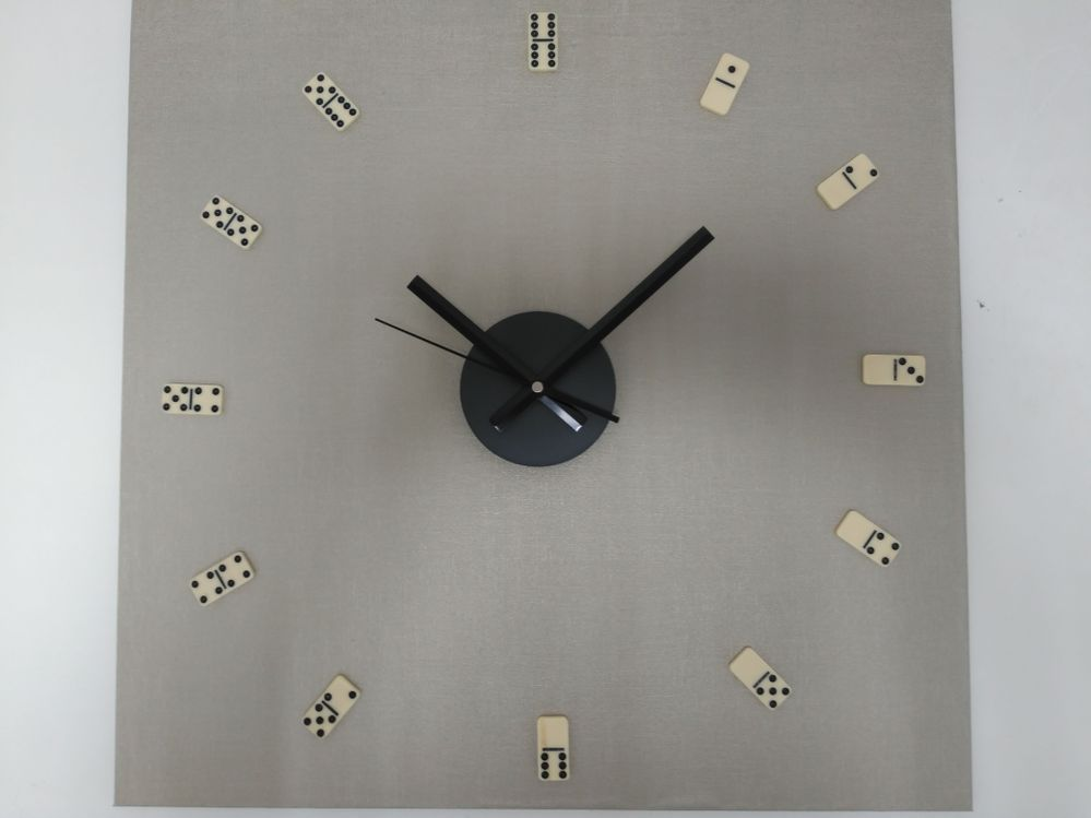 reloj-domino-decoracion-descontextualizada.jpg