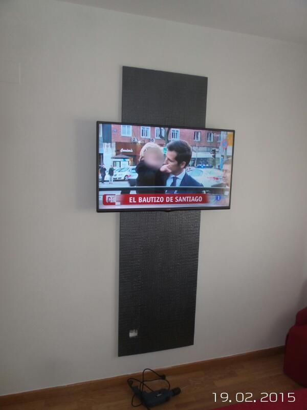 Elegant Colgar Televisor En Pared Awesome Cmo Colgar Cuadros En Paredes De  Pladur Sin Taladrar Of With Colgar Televisor En Pared Sin Agujeros With  Colgar ...